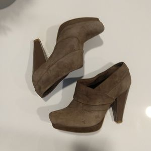 Kenneth Cole Reactions suede ankle booties sz 6.5